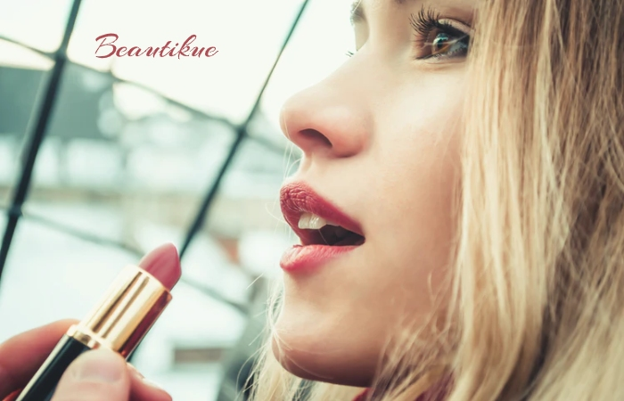 Lipstick - Only if You Have To - The Right Foundation - Make-up in a mask
